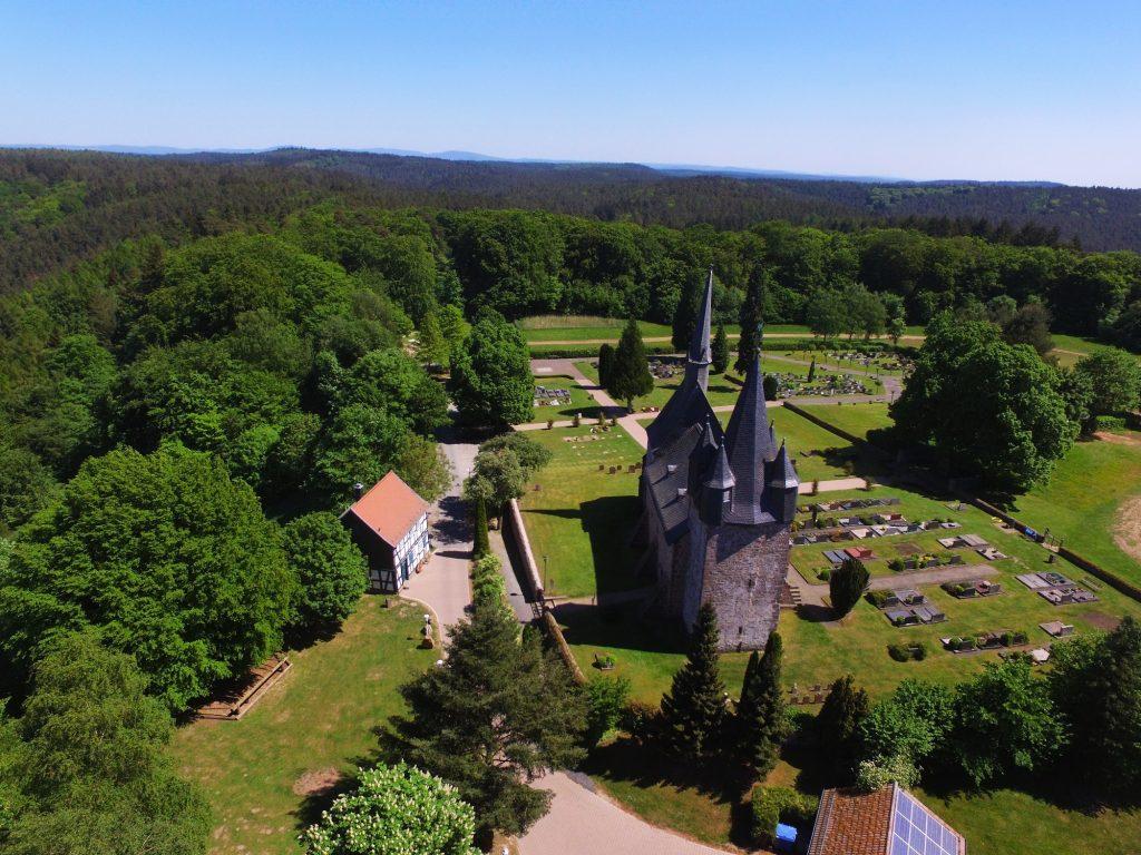 Luftbild Christenberg von Westen